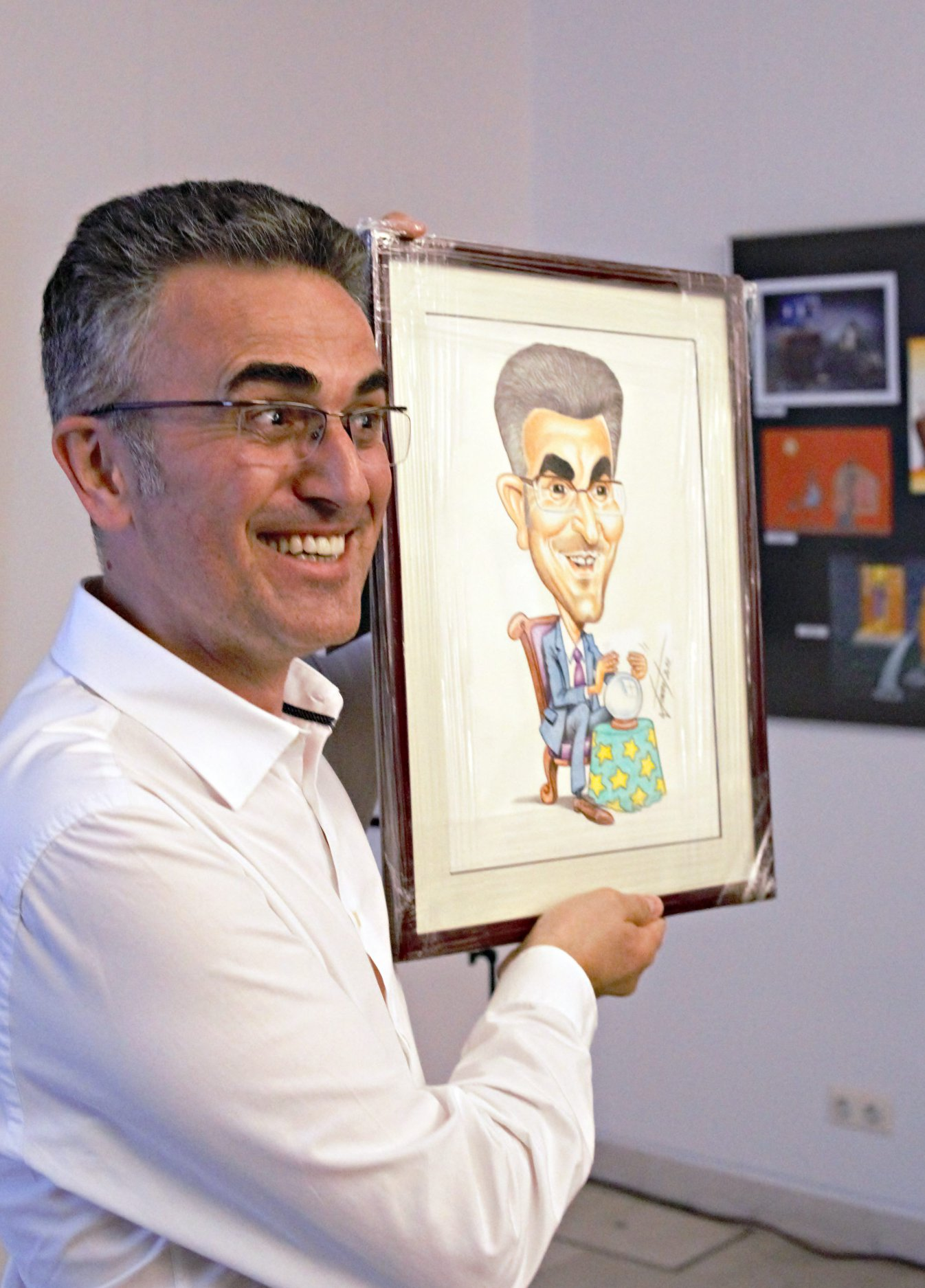Zoran Vakula from Croatia at Cartoon Exhibition (pic Mr Mazur)